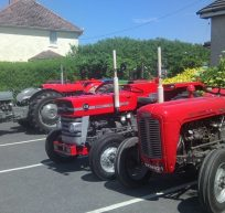Pwyllgor Lles Tanygroes Welfare Committee Tractor Run